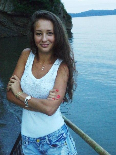 snyat-devushku-vladivostok-porno-v-atlasnih-trusikah-video